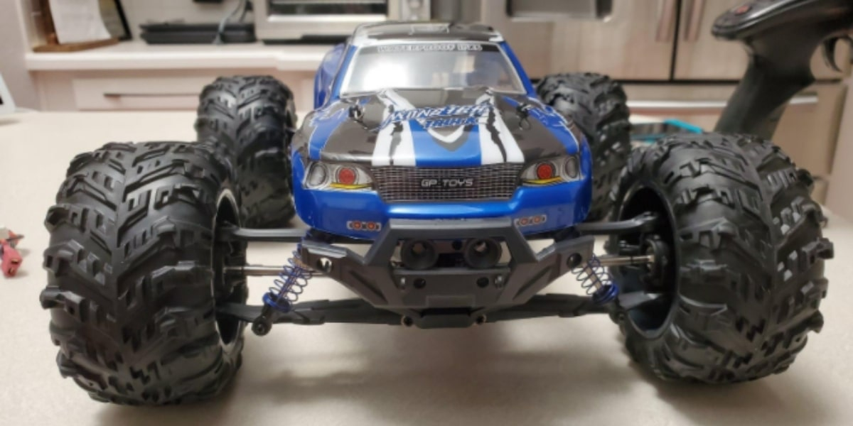 Soyee Remote Control Cars Scale Ready To Run under 300